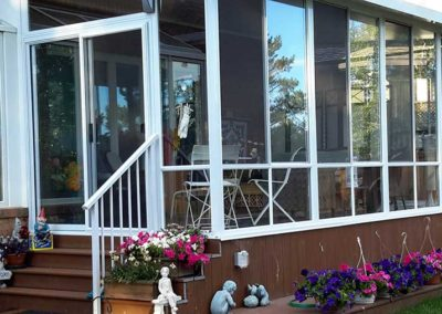 Glass sunroom with screens and aluminum posts